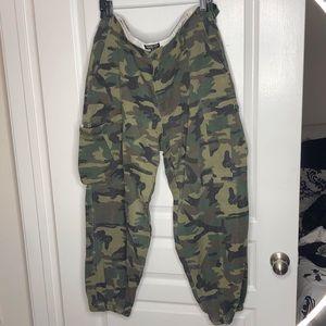 Camouflage / camo joggers / cargo pants